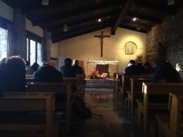 Ragazzi in preghiera ad Assisi