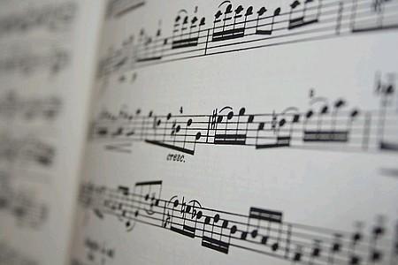 Corsi di musica e teatro leone xiii for Apri le foto del piano