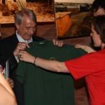 Il Sindaco di Milano accetta una maglietta della LMS