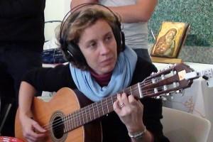 La prof.ssa Bevilacqua, docente di Musica e responsabile della Segreteria, augura a tutti Buon Natale