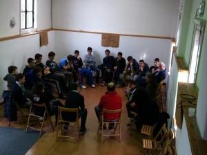 Momento di ascolto della testimonianza di una famiglia a Villapizzone offerto ai ragazzi di terzo anno