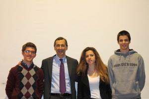 Con il dr. Sala, da sin. gli Studenti Michele Calliari, Chiara Stante e Stefano Ramella