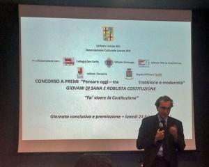 L'on. Stefano Dambruoso introduce la premiazione