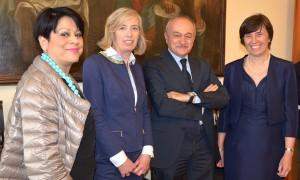 Al centro il Ministro Stefania Giannini; alla sua destra l'Assessore Valentina Aprea; alla sua sinistra il Direttore generale USR Francesco De Sanctis e il nostro Rettore, la prof.ssa Gabriella Tona