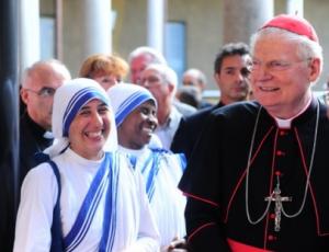 Suore di Madre Teresa con il cardinale Scola