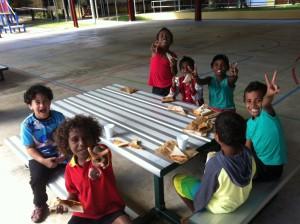 I volti luminosi dei bambini della scuola parrocchiale