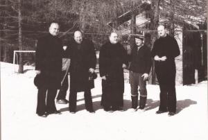Un'immagine storica a Gressoney St. Jean: da sin. i padri Tremolada e Pretto, fr. Bortolon, i padri Boncivini e Besana.