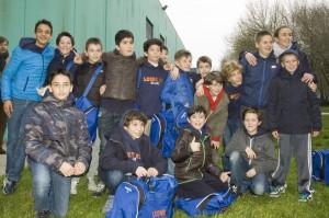 Foto di gruppo dei Leoniani con l'allenatrice Giulia