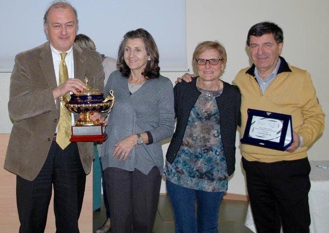 I proff. Bertolotti (a sin.) e Tanzi ricevono il premio