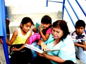 Judith con i bambini del CAEF