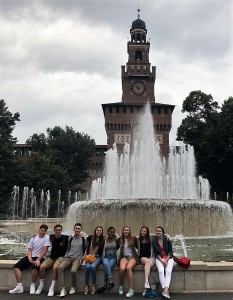 Gli alunni del St. Ignatius College Preparatory in visita al Castello Sforzesco, Milano