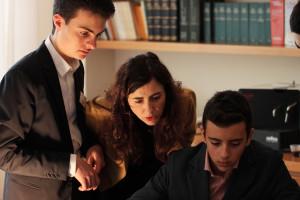 La prof. Argenti con Thomas (alla sua destra) e Filippo L.
