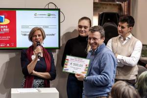 Il prof. Campanini riceve il premio del concorso